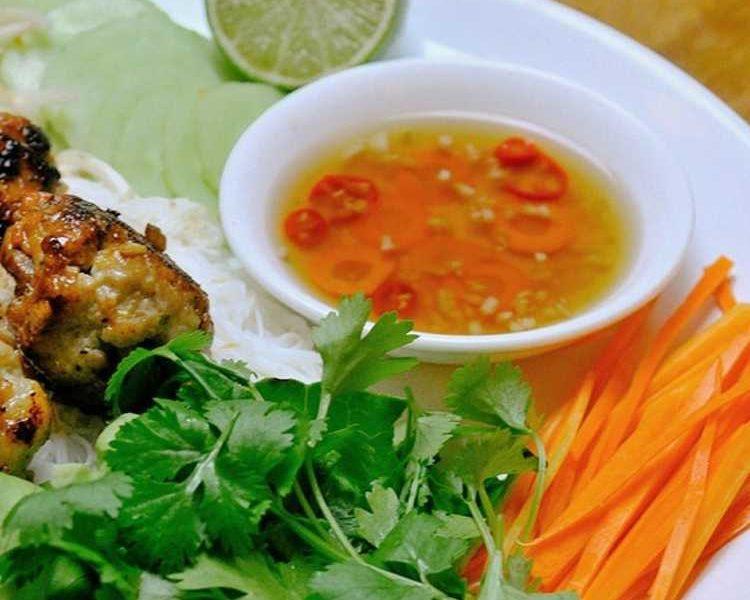 La véritable sauce nuoc-mam vietnamienne (sauce de poisson)